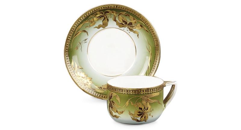 Чашка с блюдцем в стиле модерн. Надглазурное нисходящее крытье, рельефная паста, роспись золотом. Конец XIX - начало XX вв. Клеймо синее