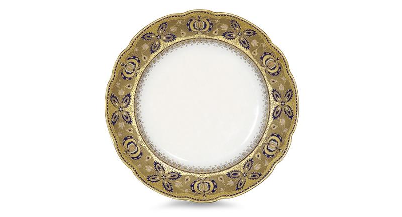Тарелка с широким бортом. Крытое надглазурное, роспись золотом, эмали. Конец XIX - начало XX вв. Клеймо золотое