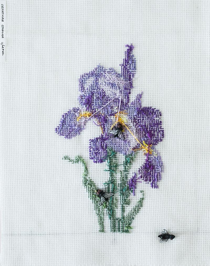 Обратная сторона цветка. 2013. Вышивка по канве, полимерная глина, вощеная бумага