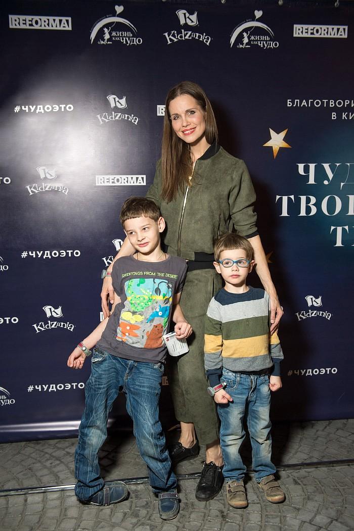 Наталья Лесниковская с детьми