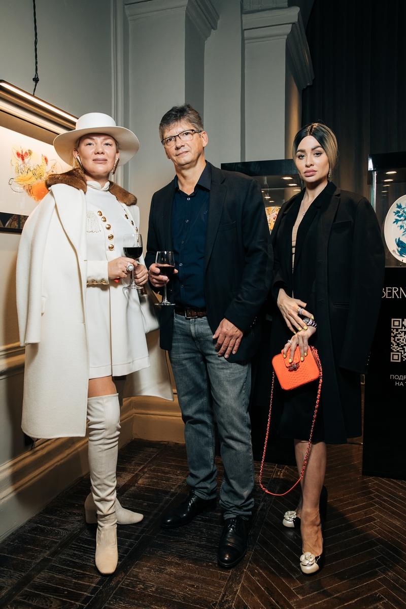 Джулия Дилуа, галерист Алексей Волобаев и гости вечера